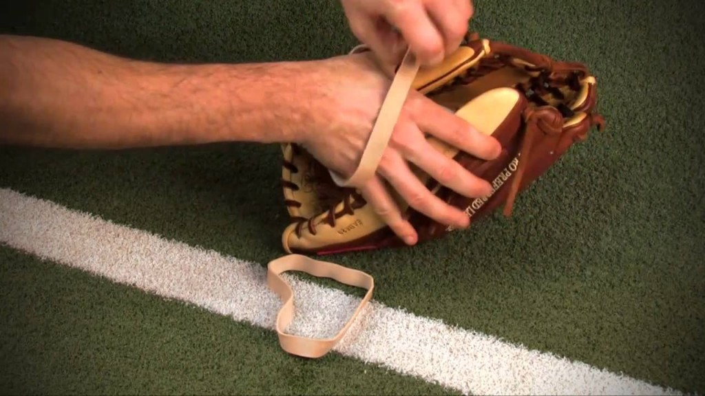 how-to-break-in-a-baseball-glove-04